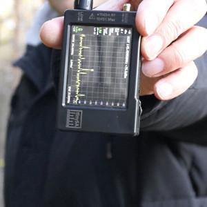 После полосы плотного мокрого леса на расстоянии 200м от машины с репитерами уровень сигнала в диапазоне 145 МГц минус 75,9 дБм